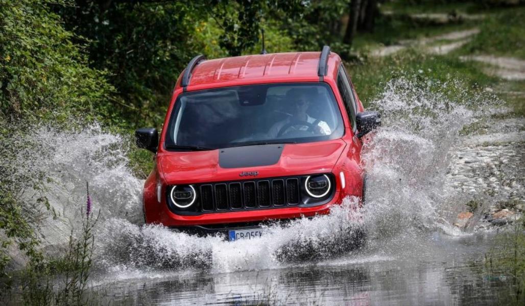 رانندگی با جیپ رانگلر در زیر آب